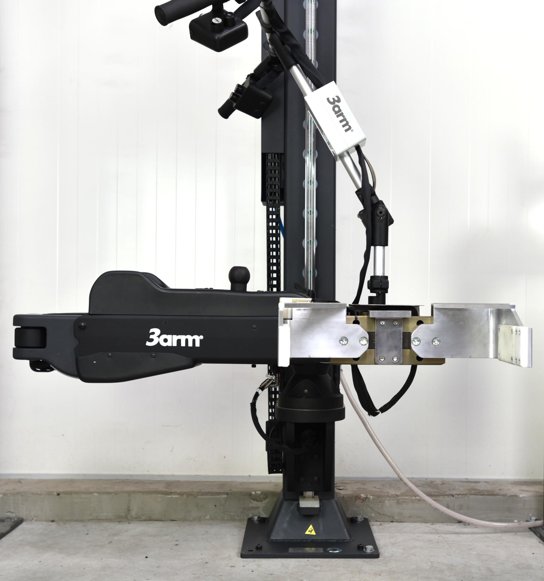 Manipulator 3arm M5 z chwytakiem dostosowanym do przenoszenia skrzynek z zawartością